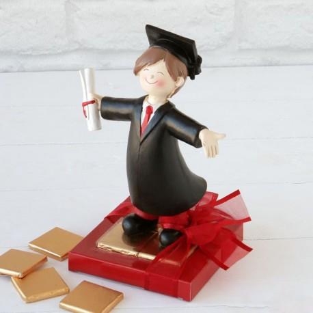 2 Figuras Graduación Chico 8 Chocolates