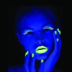 Maquillaje Fluorescente Neón
